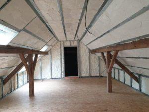 Zateplení podkroví chytrou izolací Icynene v Plzni