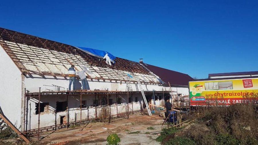 Zateplení střechy shora