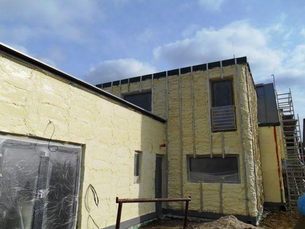 Zateplení fasády izolací Icynene