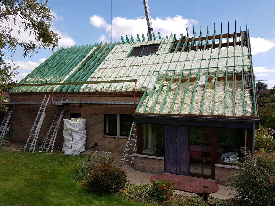 Zateplení střecha shora izolace ICYNENE