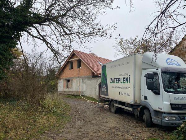 Zateplení podkroví izolací ICYNENE v obci Lahuť